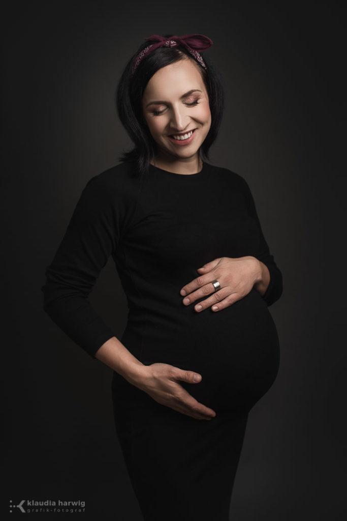 Oczekiwanie na maluszka - sesja ciążowa