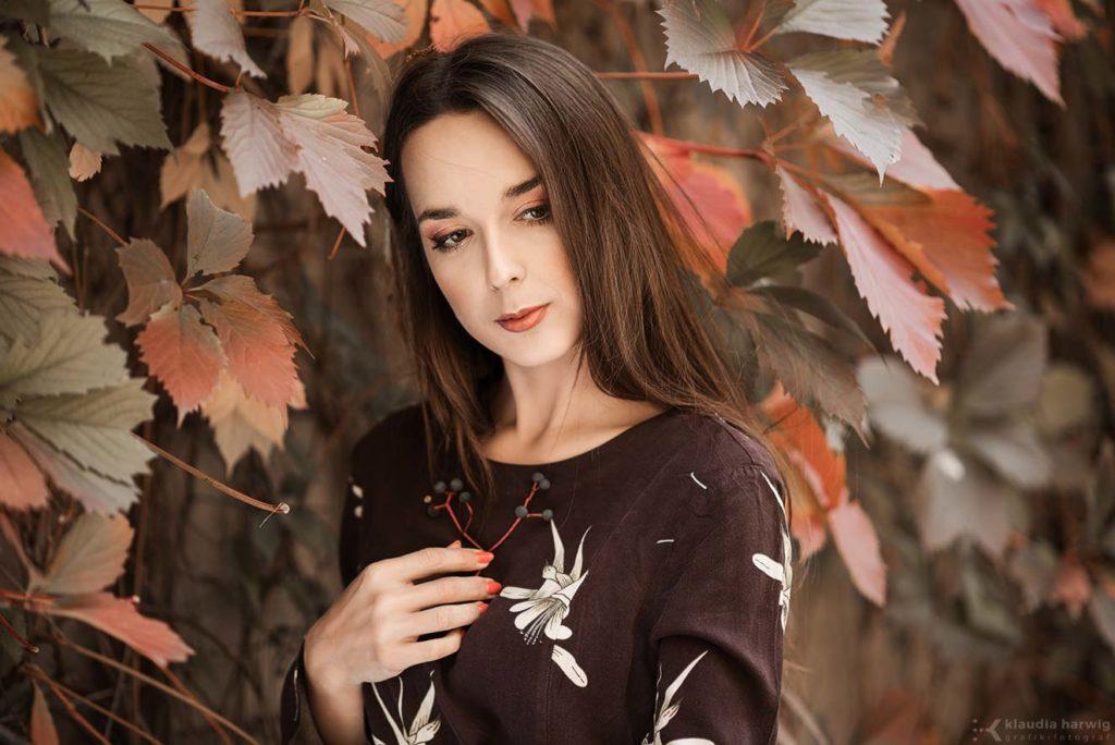 Kobieca jesienna sesja zdjęciowa w Będzinie